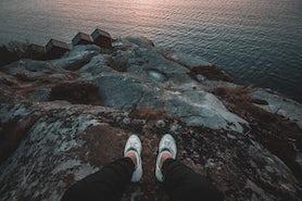 Wie werden weiße Sneaker wieder hell?