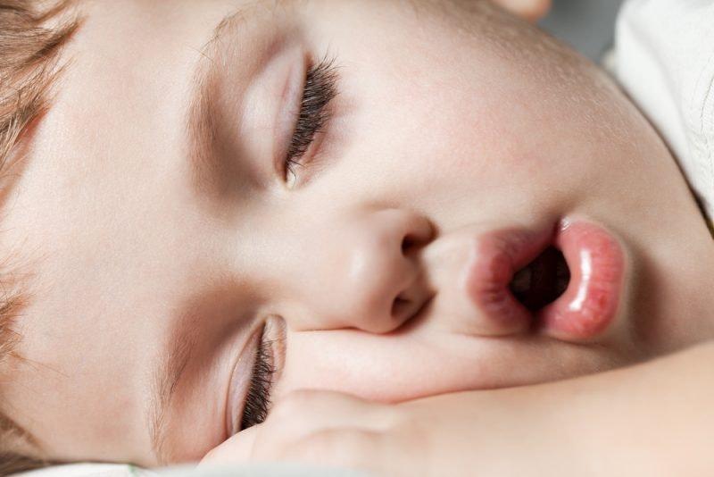 Wenn Schlafen zum Problem wird: Was hilft gegen Schnarchen?