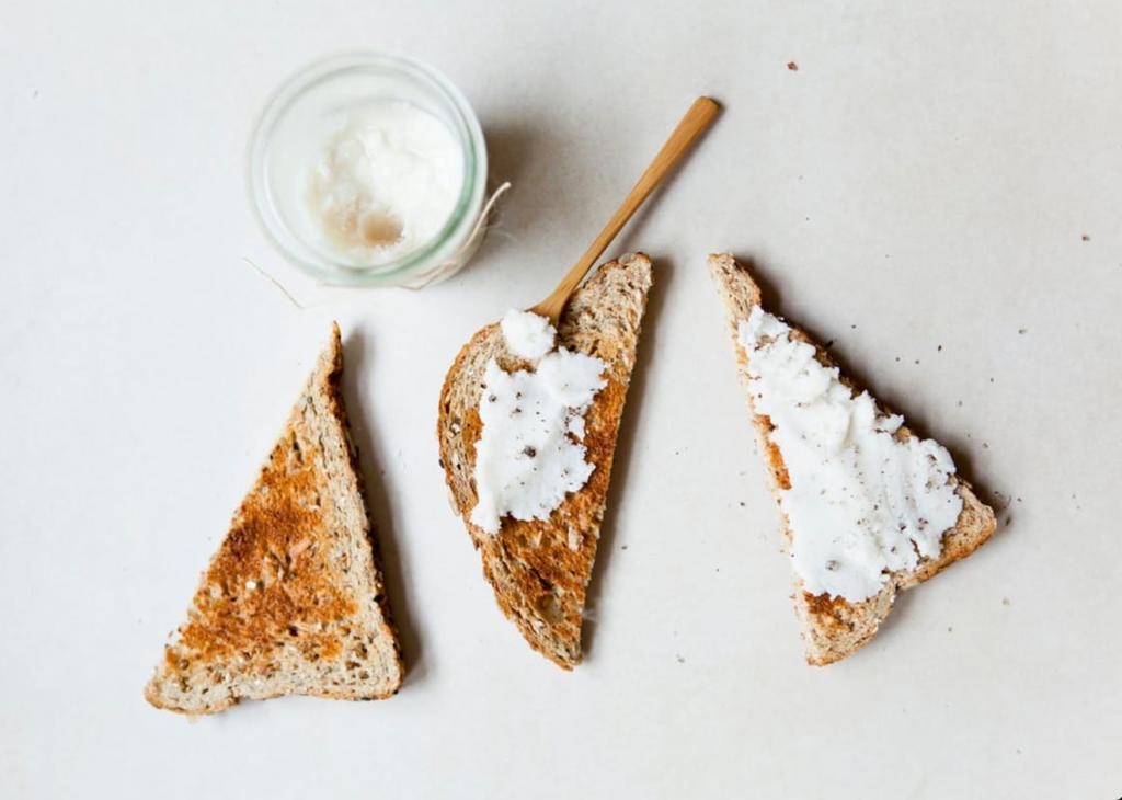 Kokosöl oder Kokosbutter selber machen: Ein cremiger Traum in Weiß
